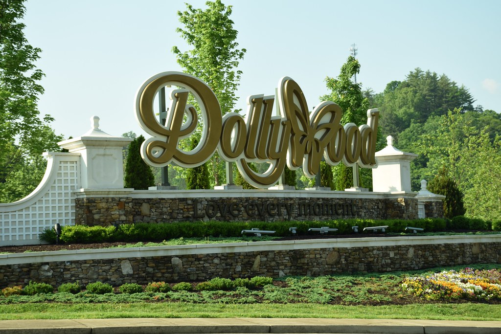 Dollywood Lake Forest